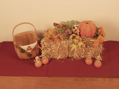 Fall Hay Bale Arrangement