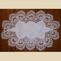 DOILY - Table Runner with Ivory Damask lace