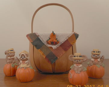 Fall basket with bib, set of four ceramic critters